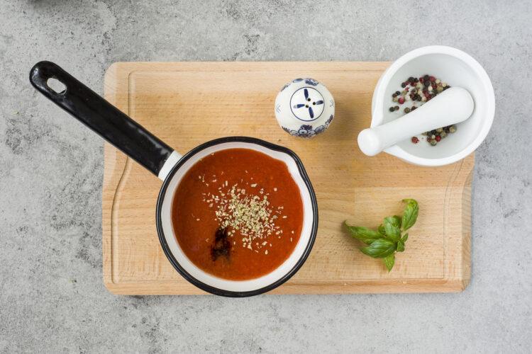 Zupa pomidorowa z makaronem i ciecierzycą - Krok 4