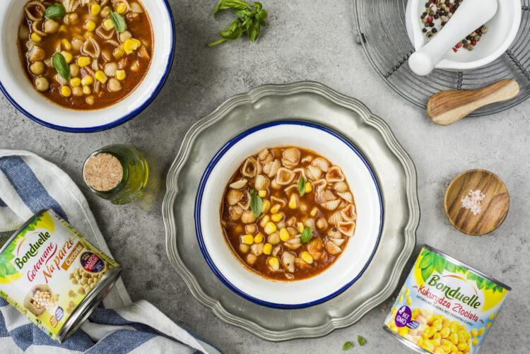 Zupa pomidorowa z makaronem i ciecierzycą - Krok 7
