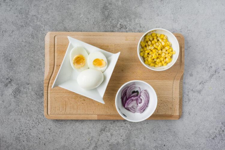 Sałatka z boczkiem i kukurydzą - Krok 5