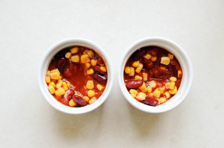 Jajka w kokilkach z kukurydzą i fasolką - Krok 1