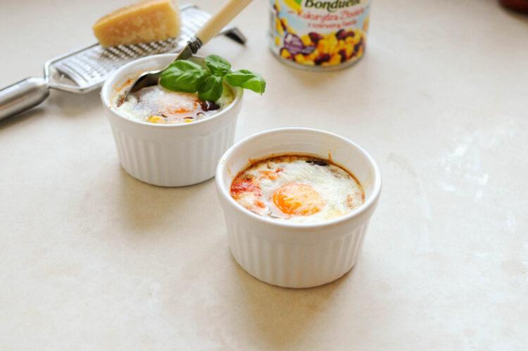 Jajka w kokilkach z kukurydzą i fasolką - Krok 3