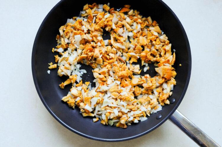 Zielona zupa z kurkami - Krok 3
