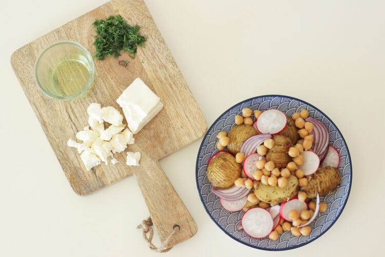 Sałatka z cieciorką i ziemniaczkami - Krok 4