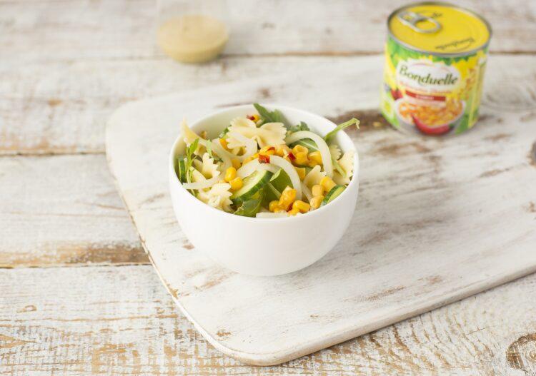 Sałatka makaronowa z kukurydzą i chili