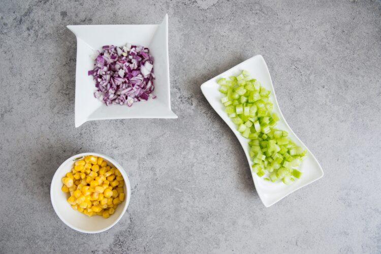 Sandwich z sałatką z kukurydzy i kurczaka - Krok 2