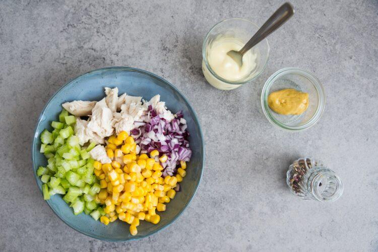 Sandwich z sałatką z kukurydzy i kurczaka - Krok 3