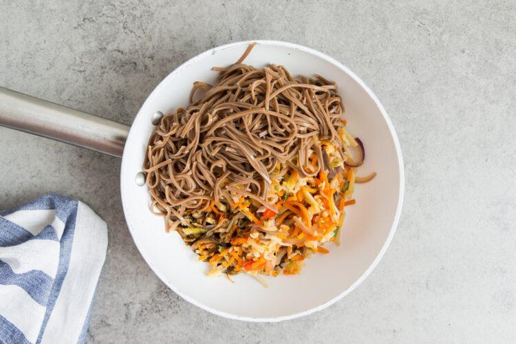Soba z warzywami po azjatycku - Krok 6