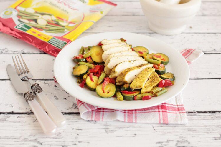 Soczysty filet z kurczaka z warzywami