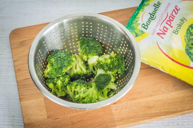 Brokułowe racuszki z bekonem i jajkiem sadzonym - Krok 1