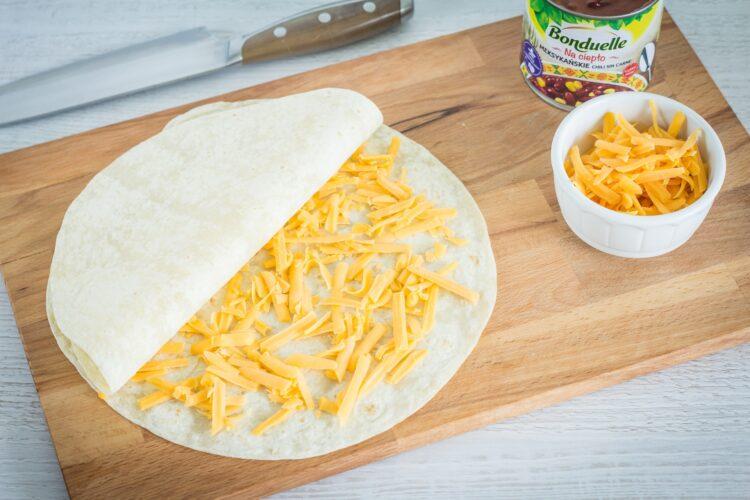 Meksykańska pizza na placku tortilli - Krok 2