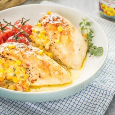 Pieczona pierś kurczaka nadziewana kukurydzą z chili i mozzarellą