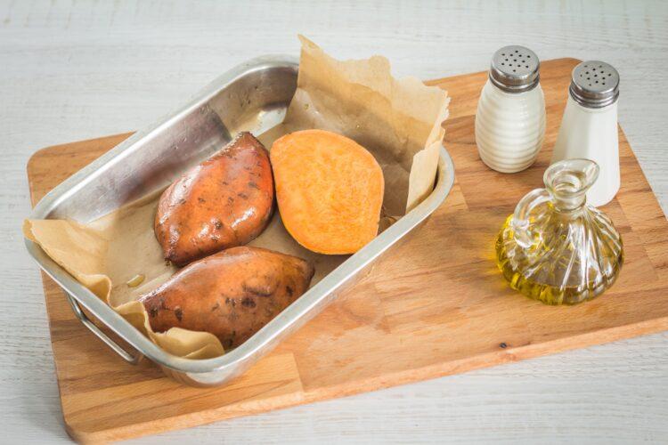 Pieczone bataty nadziewane cieciorką ze szpinakiem i fetą - Krok 1