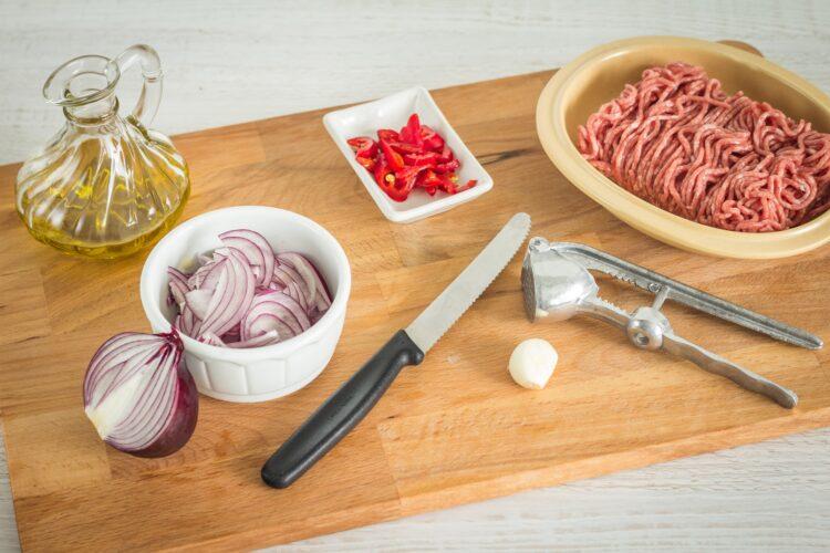 Tacos z mieloną wołowiną i pikantną surówką z czerwonej kapusty z kukurydzą - Krok 1