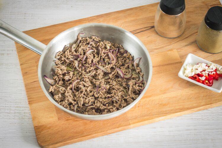 Tacos z mieloną wołowiną i pikantną surówką z czerwonej kapusty z kukurydzą - Krok 2