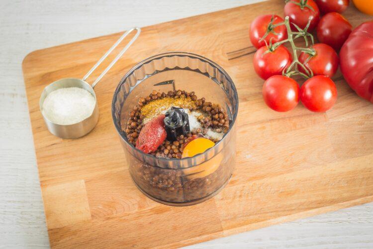 Orientalne klopsiki z soczewicy w sosie pomidorowym - Krok 2