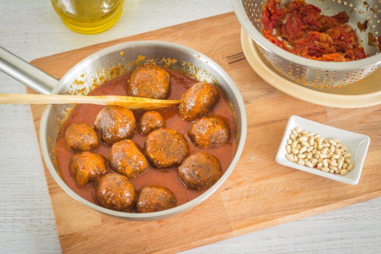 Orientalne klopsiki z soczewicy w sosie pomidorowym - Krok 6