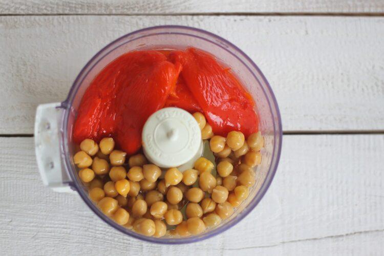 Hummus z pieczoną papryką - Krok 2