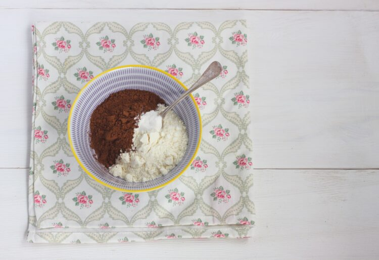 Ciasto czekoladowe ze śliwkami - Krok 3
