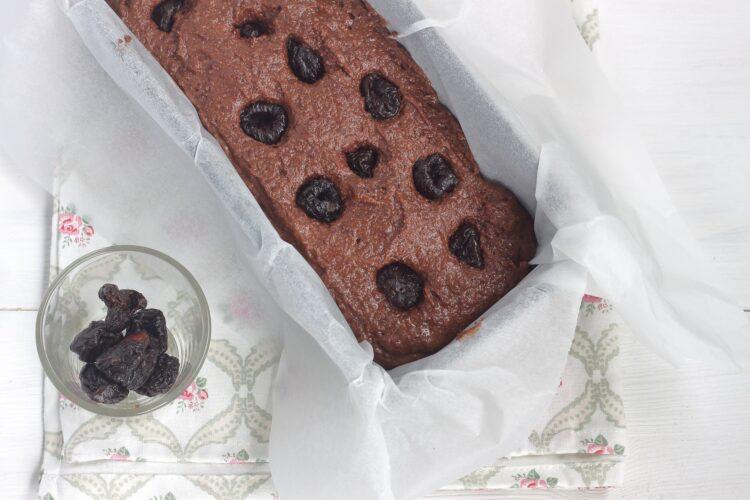 Ciasto czekoladowe ze śliwkami - Krok 4