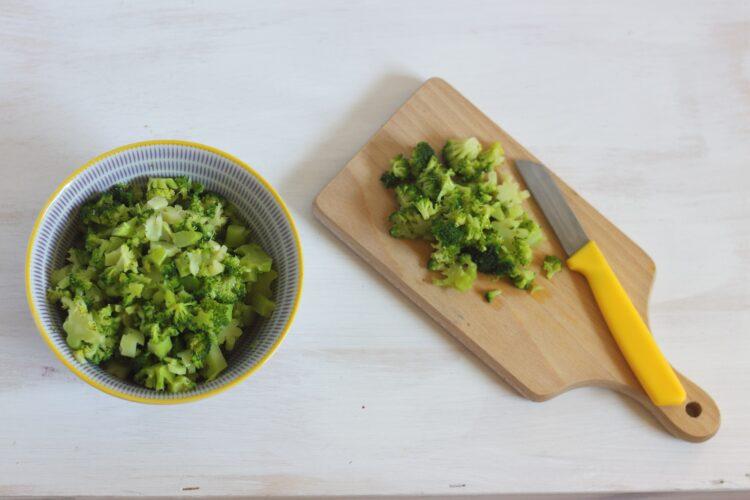Placki z brokułów z sosem   pieczarkowym z gorgonzolą - Krok 2