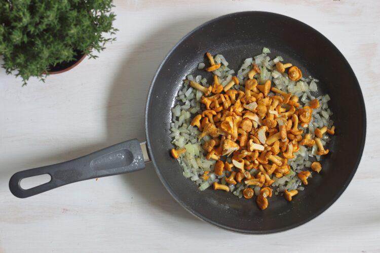 Pęczotto z kurkami i zielonym groszkiem - Krok 2