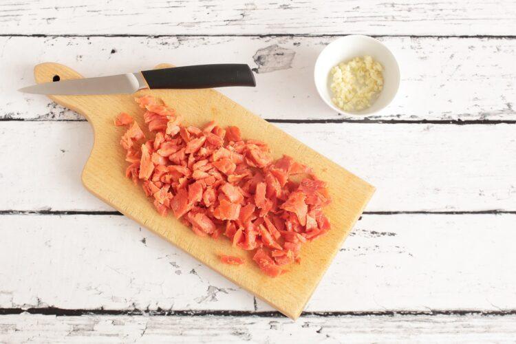 Francuskie paszteciki z wędzonym łososiem i szpinakiem - Krok 1