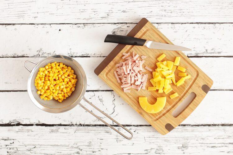 Omlet hawajski z szynką i kukurydzą - Krok 1