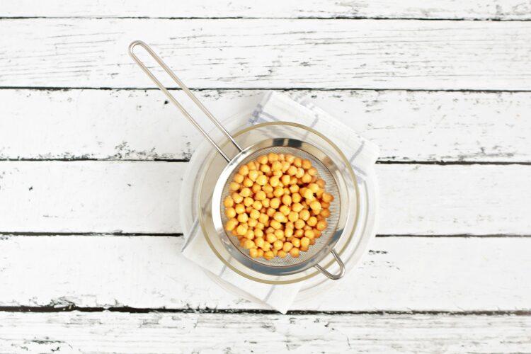 Pikantne kulki z ciecierzycy w sezamie - Krok 2