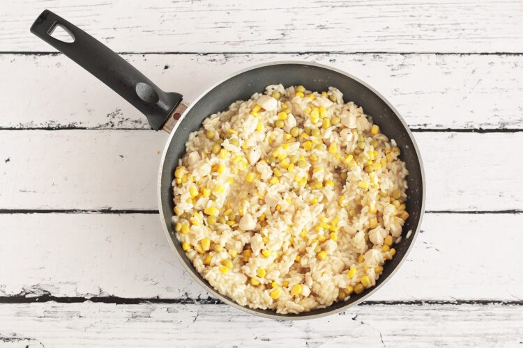 Risotto z kurczakiem, kukurydzą i groszkiem - Krok 3