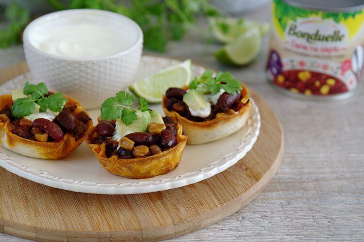 Chili con carne zapiekane w miseczkach z tortilli