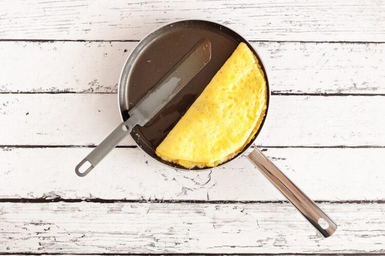 Omlet hawajski z szynką i kukurydzą - Krok 4