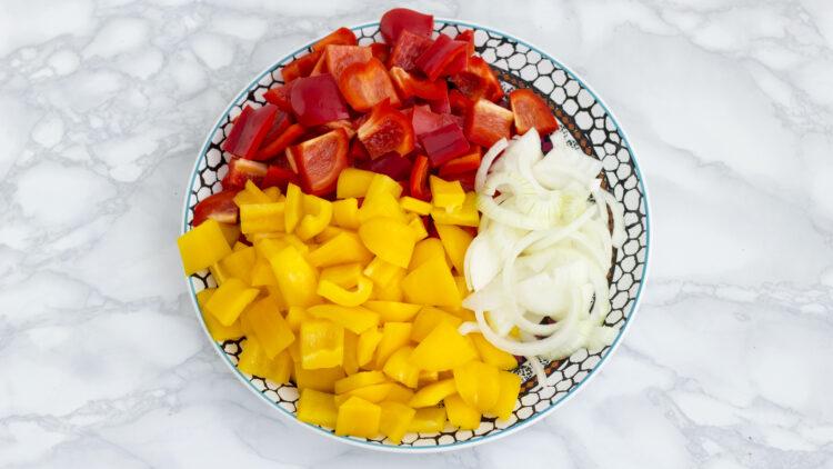 Grillowany ser halloumi na   ratatouille z miksem warzyw - Krok 1