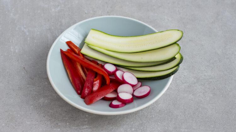 Tacos z grillowanymi warzywami, ciecierzycą, fasolą i kiełkami i sosem na bazie jogurtu greckiego - Krok 1