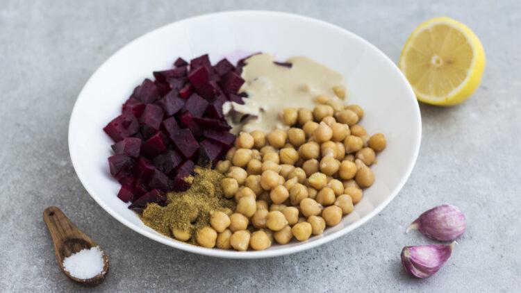 Hummus z buraków z chrupiącą cieciorką - Krok 3