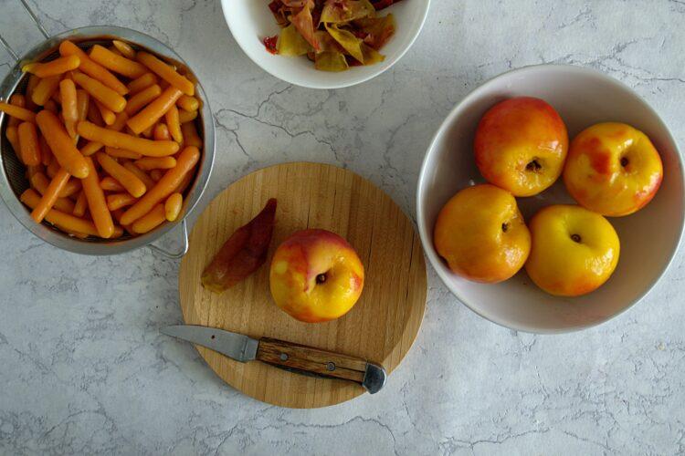 Pieczony mus z marchewki i brzoskwiń - Krok 1