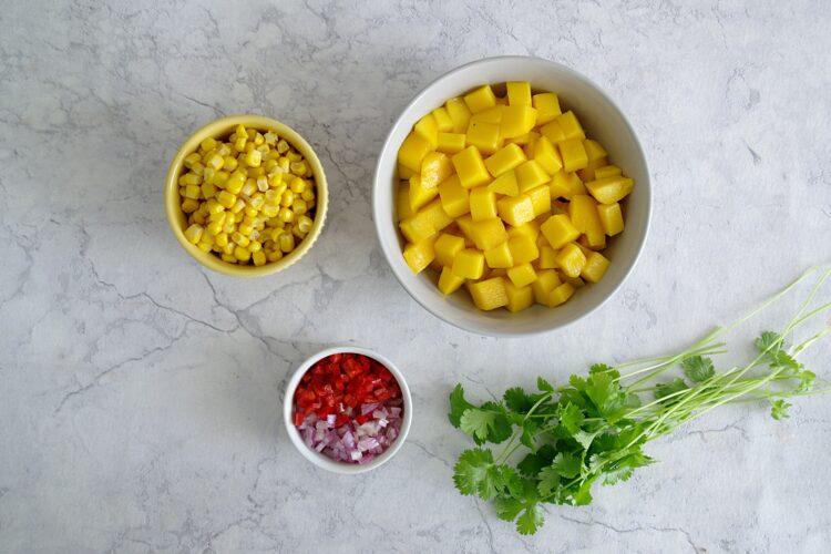 Salsa mango z kukurydzą i chili - Krok 1