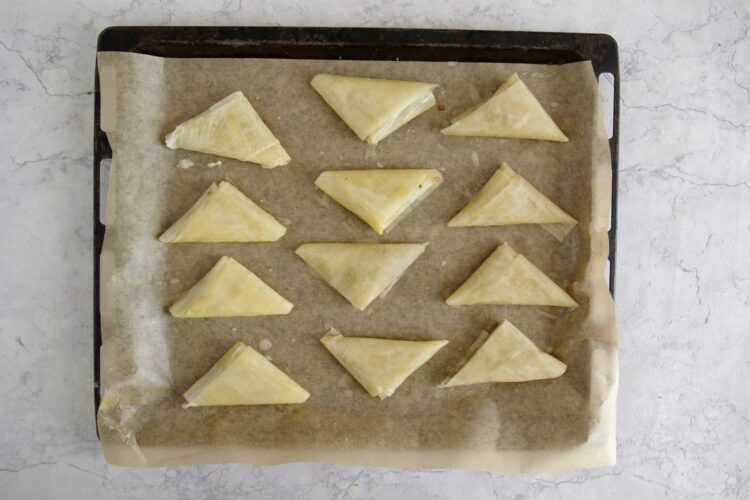 Trójkąty z soczewicą, groszkiem i ziołami - Krok 5