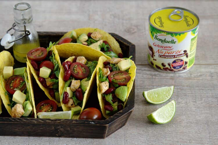 Tacos z kurczakiem i meksykańską sałatką