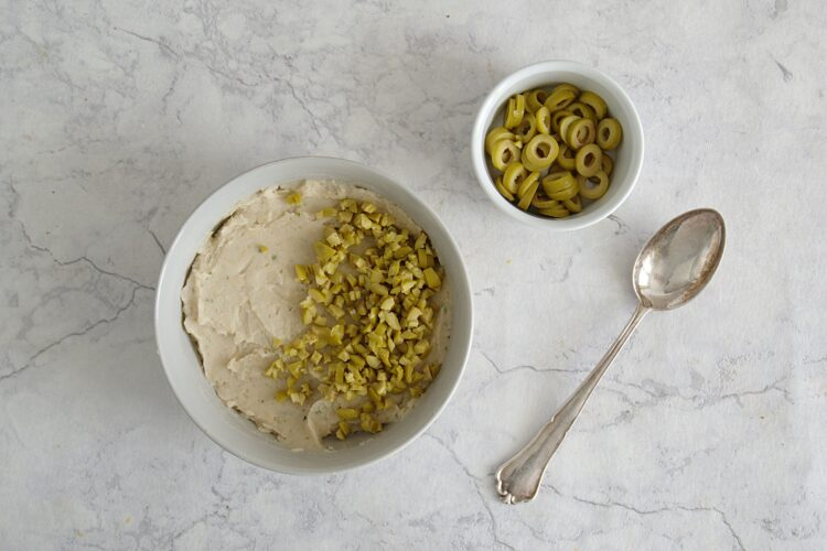 Tartinki z pastą z fasoli i oliwkami - Krok 2