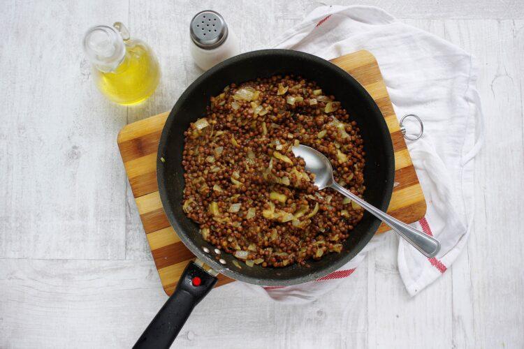 Bakłażan faszerowany soczewicą i kozim serem - Krok 3