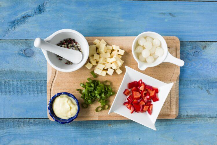 Sałatka z fasolą flażoletką i serem - Krok 1