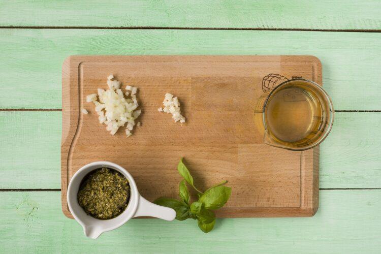 Minestrone z zielonych warzyw z fasolą - Krok 1