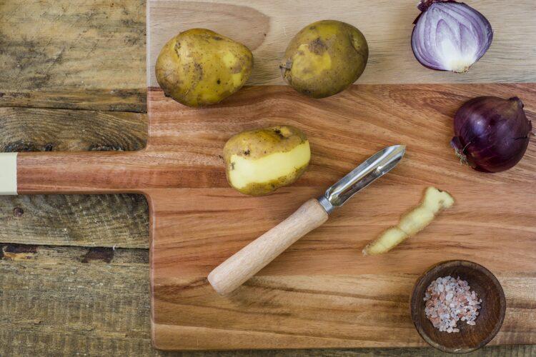 Sałatka ziemniaczana z makrelą i fasolą - Krok 1