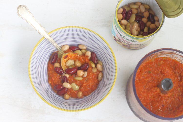 Tostadas z pomidorami, fasolą i cieciorką - Krok 3