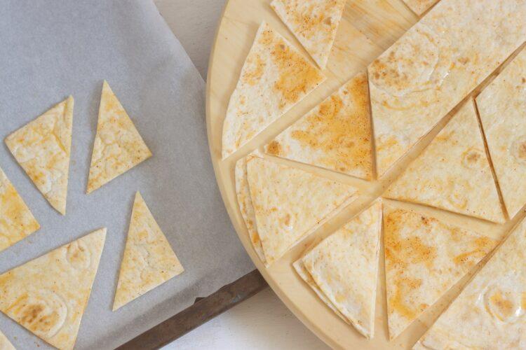 Sałatka z fasoli, cieciorki z chipsami z tortilli - Krok 2