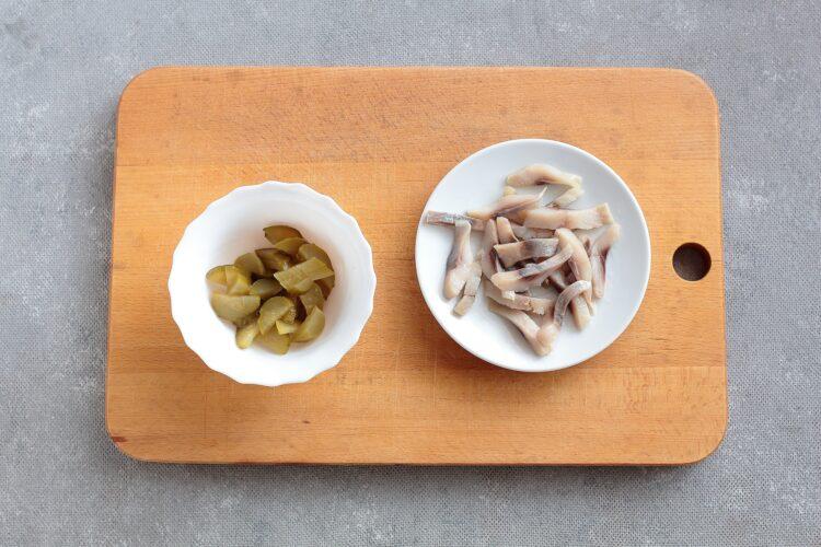 Sałatka ziemniaczana z fasolą i śledziem - Krok 2
