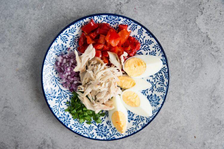 Sałatka z kaszy jaglanej i makreli - Krok 3