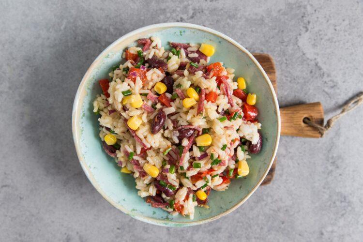 Sałatka ryżowa z papryką i czerwoną fasolą - Krok 4