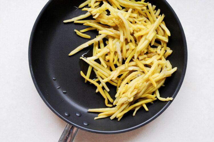 Fasolka szparagowa żółta z migdałami i fetą - Krok 3
