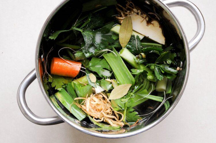 Zupa dyniowa z czerwonym curry i mleczkiem kokosowym - Krok 1